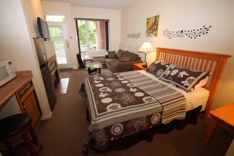 107-b-kelowna-vacation-rentals-studio-bachelor-resort-accommodation