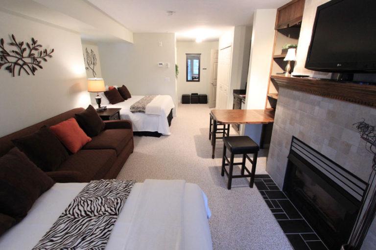 205-kelowna-bc-lodging-studio-b-vacation-rentals-borgata-lodge