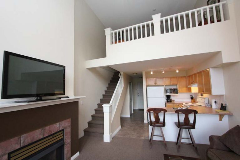 kelowna-1-bedroom-loft-borgata-lodge-rentals-308