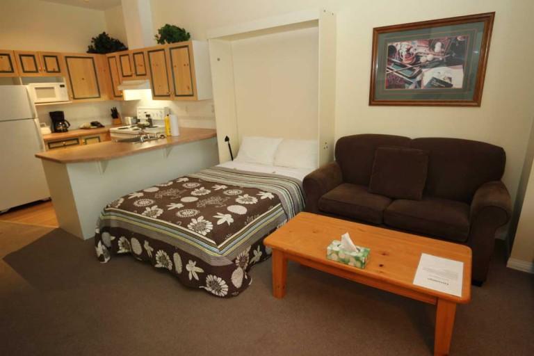 kelowna-studo-bachelor-vacation-rental-resort-accommodation-lodging