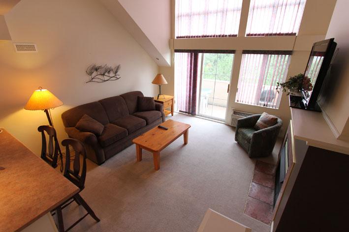 kelowna-vacation-rentals-loft-borgata-livingroom