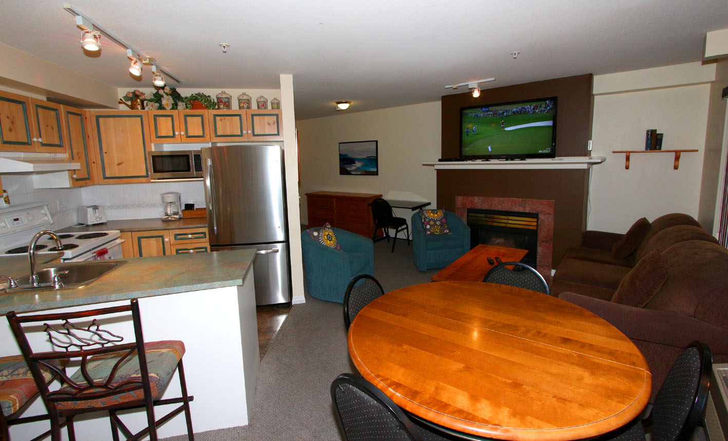 201-a-borgata-lodge-studio-vacation-rental-kelowna
