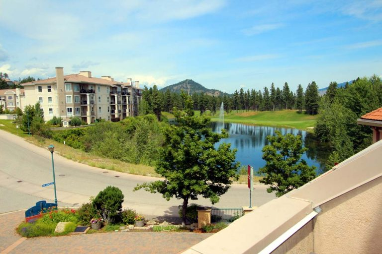 317-kelowna-1-bedroom-furnished-vacation-holiday-golf-resort-rental-els-lake-view
