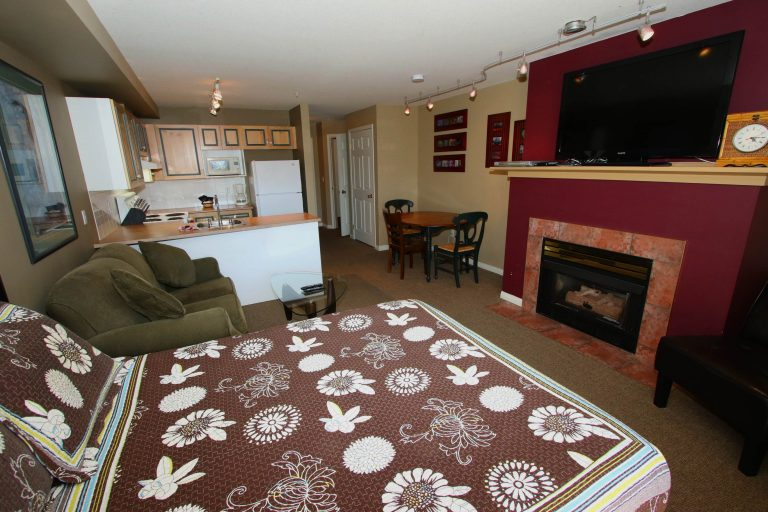 studio-vacation-rental-golf-resort-kelowna-204-a