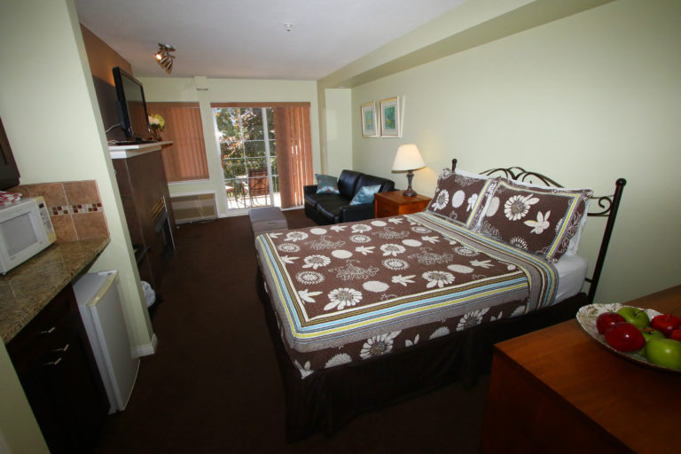 203-b-borgata-lodge-kelowna-studio-vacation-rental-quail-ridge-resort-2