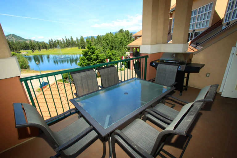 kelowna-1-bedroom-resort-vacation-rental-314-borgata-lodge-patio